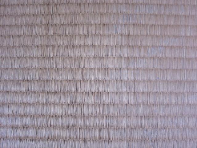 フローリングカーペットを畳の上に敷くとカビの原因になる?
