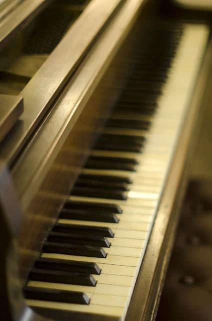 寝るときに音楽を聴くと良く眠れる?クラシックは?