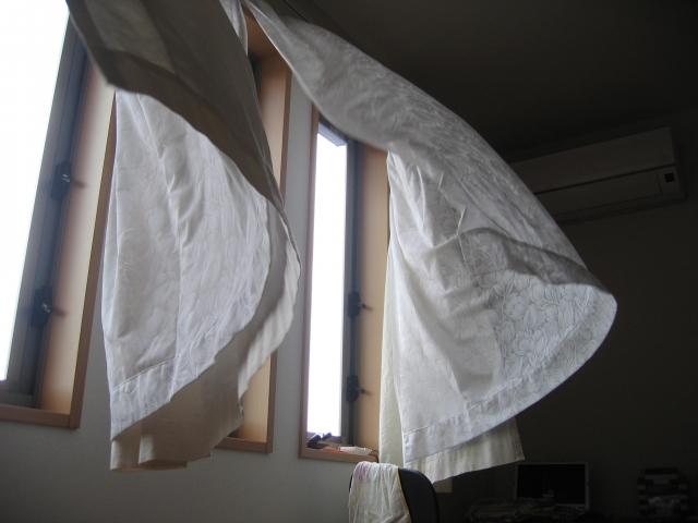 窓の換気とエアコン除湿を使って効果的に空気の入れ替えを!
