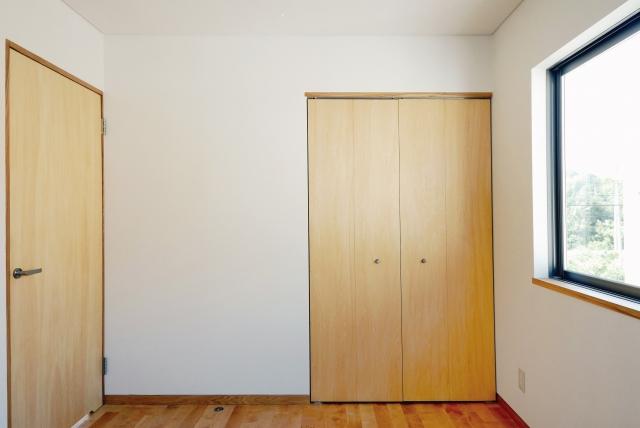 新築のドア下に隙間があるけど何のため?隙間風の対策法は?