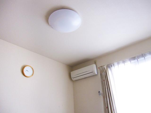 寝室の天井照明の注意点!寝室に追加したい間接照明!