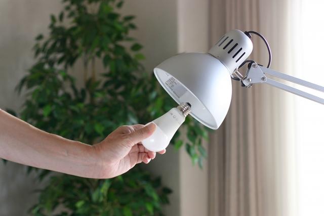 寝室照明をダウンライトからシーリングライトに変更できる?
