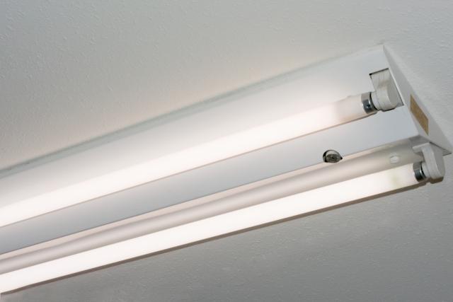 蛍光灯と白熱電球の寿命を決める要因&おすすめな照明の色!