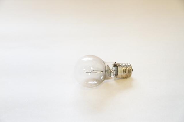 賃貸の電気が切れたら、交換は誰がする?電気交換の注意点