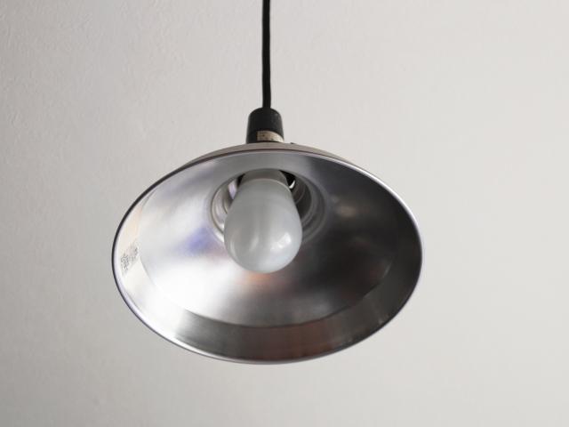 天井の電球を交換しよう!寝室照明は明るさと色が重要!?