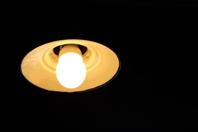 40wの蛍光灯と同等の明るさを持つLEDは?LEDと蛍光灯の違い
