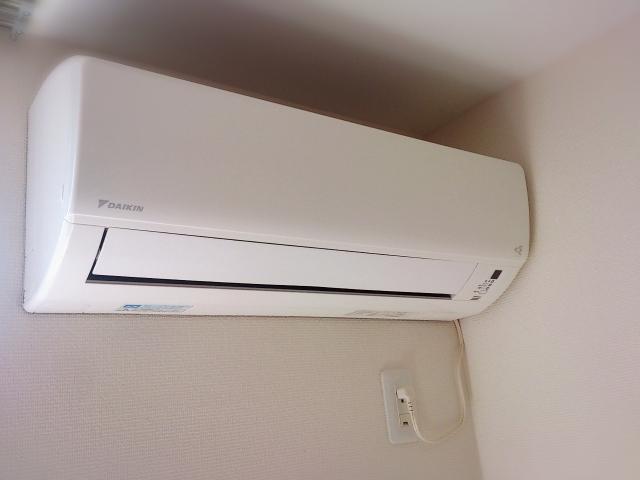 寝室にエアコン取り付け時、コンセントと高さに注意しよう!