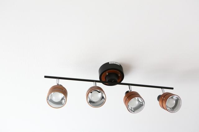 リビングや寝室に適しているダウンライトは電球色?昼白色?