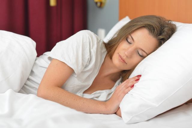 睡眠中に体重が減るのはなぜ?簡単寝るだけダイエット方法!