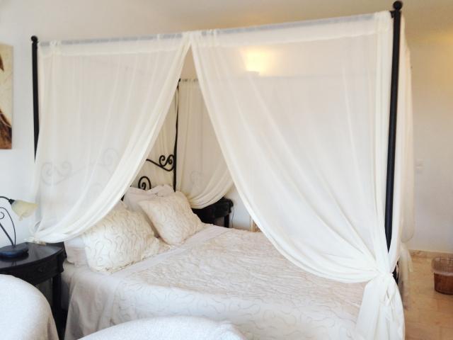 ベッドに天蓋を付けてみよう!現代も使える防寒の知恵