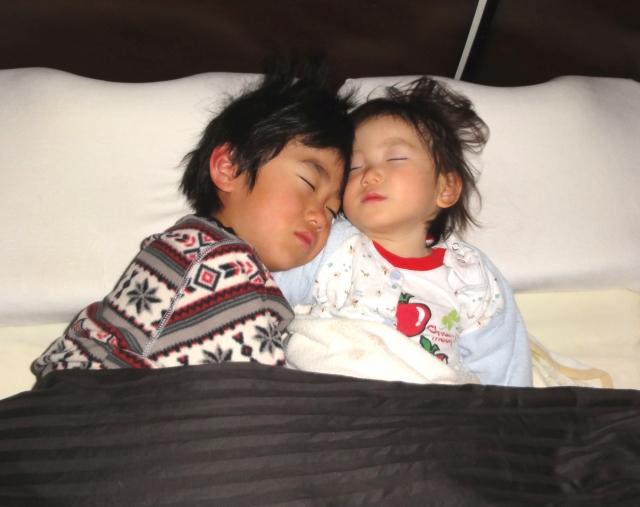 子供が睡眠中呼吸をしていない!その原因と治療法は?