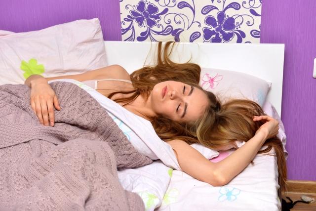睡眠時のお布団や寝具のずれ防止対策!100均でも見つかる!