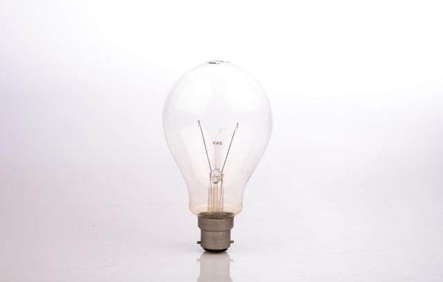 電球の様子がいつもと違う?接触が悪い時の改善方法とは