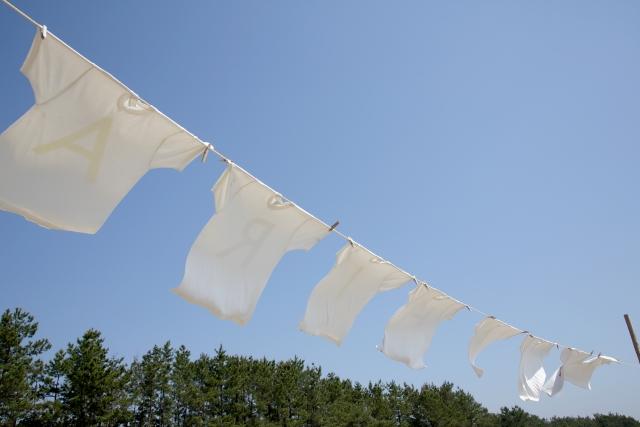 風が強く吹いている!お布団を干すときに便利なのは紐!?