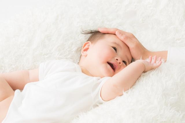 赤ちゃんはベビーベッド?添い寝?寝具セットはどう選ぶ?