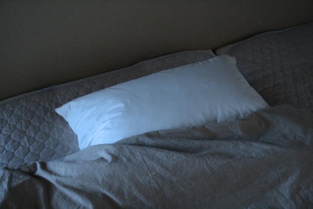 寝具のマットレスを床に直置きしている人は要注意!