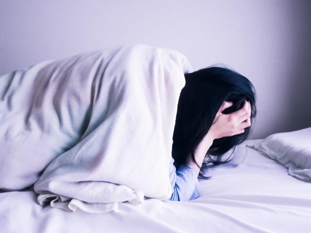 これって寝すぎ?睡眠過多による頭痛の仕組みと予防法