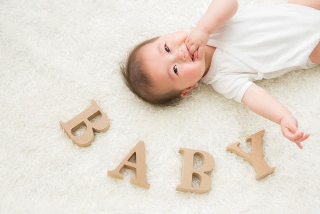 赤ちゃんの寝具は重要!お布団とベビーベッドどちらが人気?