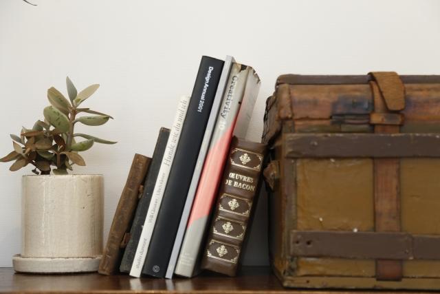 インテリアとしておしゃれに!万能な本を使ったお部屋づくり
