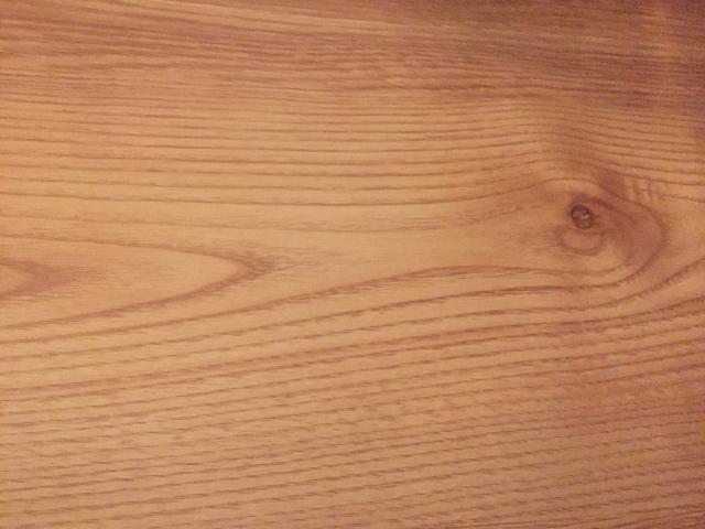 パイン材ってどんな木材?床で決まるインテリアのテイスト!