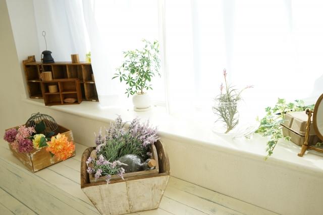 出窓に飾るカーテンインテリア!カーテンの持つ機能や選び方