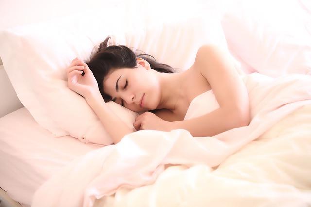 睡眠中体温が上昇してると眠りが浅い!深い眠りにする方法!