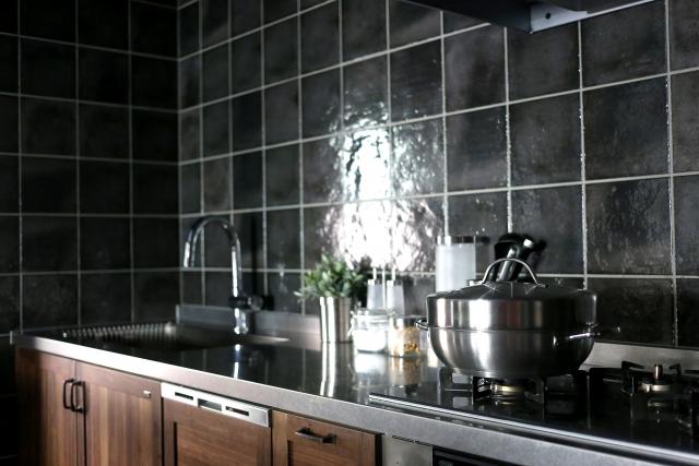 キッチンの壁にタイルを貼ろう!選び方やお手入れ方法も解説