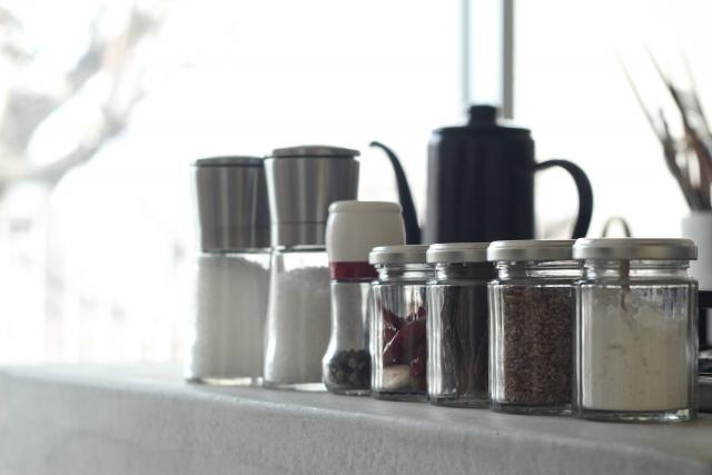 キッチンの「出窓」をオシャレに活用する方法が知りたい!