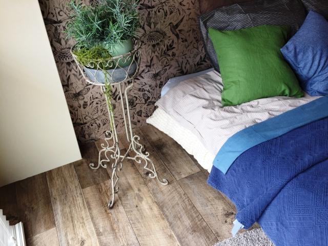 【アパート】狭い寝室を広く見せる「インテリア術」とは?